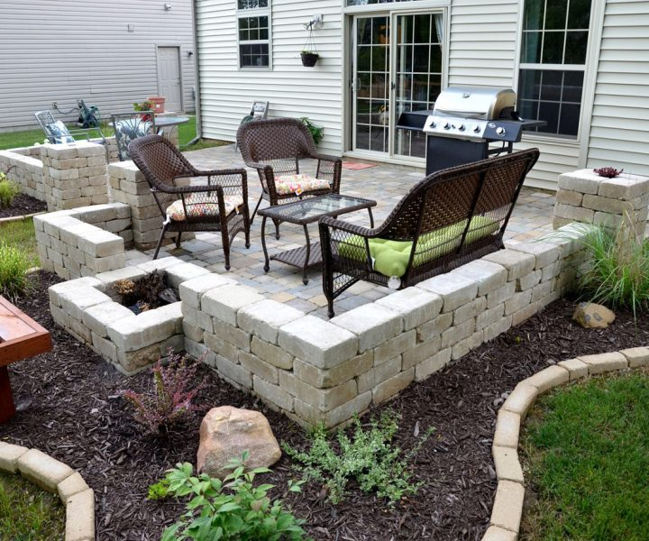Paver-Patio-Ideas-with-Small-Space-Completed-with-Traditional-Patio-Furniture-and-Green-Landscaping-View